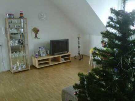 gemütliche und hochwertige 2 ZKB DG Wohnung mit Dachterrasse