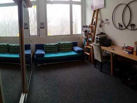 Nur für Studenten/Auszubildende: geräumige 1-Zimmer-Wohnung mit EBK in Reutlingen (zentrumsnah)