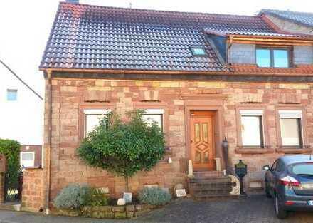 Schönes sehr gepflegtes Einfamilienhaus 2002 komplett saniert, mit kleinem Garten.