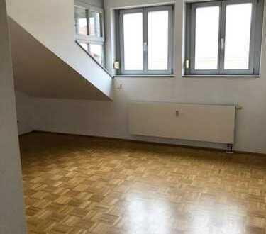 Helles Zimmer in 2er WG in großer Wohnung!