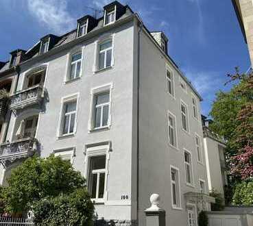 Ab sofort* 7-Zimmer-Wohnung im repräsentativen Stil-AB*2 Balkone*eigener Garten*Garage*2Stellplätze