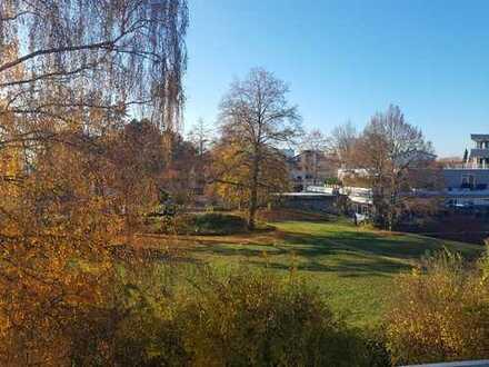 Schöne NEU RENOVIERTE 2-Zimmer-DG-Wohnung in Stuttgart-Birkach