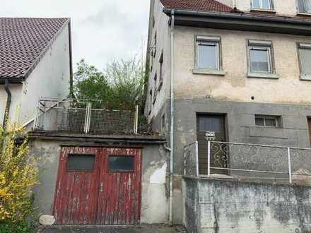 Bauplatz mit Abrisshaus
