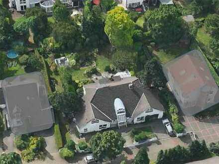 Großzügiges Wohnhaus mit Schwimmbad Rodenkirchen-Weiß