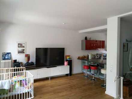 Vollständig renoviertes Reihenhaus mit fünf Zimmern und EBK in Radio Bremen, Bremen