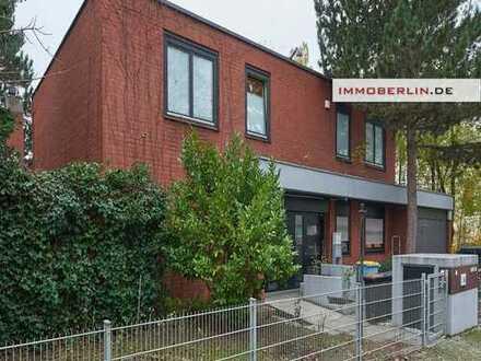 IMMOBERLIN: Ex-Botschaftsresidenz in Toplage-Charaktervolle Villa mit Einliegerwohnungen & Südgarten