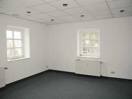 Frisch renovierte Büro- /Praxisräume in schönem Fachwerkhaus zu vermieten!