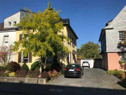 Schönes, geräumiges Haus mit 6 Zimmern, großem Garten und Garage in Dellbrück