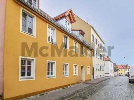 Sanierte, ideal geschnittene Erdgeschosswohnung mit Terrasse und EBK in Innenstadtlage