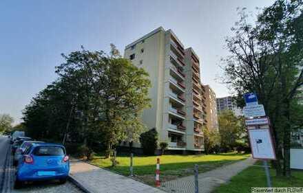 Helle 3-Zimmer-Wohnung mit zwei Balkonen und Tiefgaragen-Stellplatz in M-Feldmoching