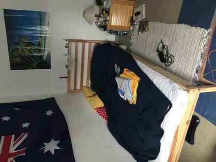 Schöne helle 17 qm Zimmer in eine 90 qm Wohnung