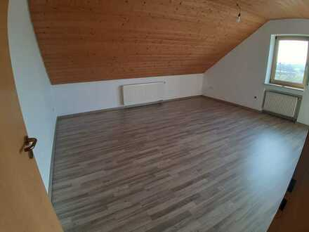 Sanierte 4-Zimmer-Dachgeschosswohnung mit Balkon und EBK in Münsingen-Hundersingen