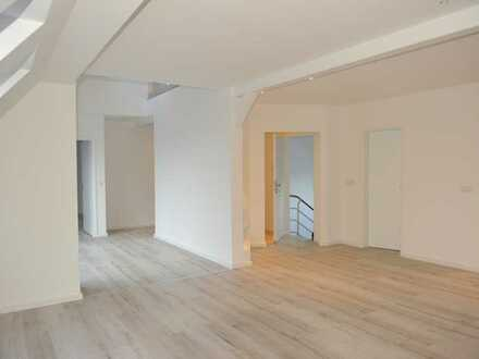 Exklusive Luxusdachgeschosswohnung - die Einzige im Treppenaufgang!!