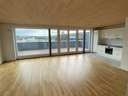 Ruhige 2-Zimmer-Wohnung mit großzügiger Dachterrasse in zentraler Lage