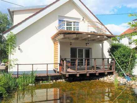 Neuwertiges Zweifamilienhaus mit Einliegerwohnung, See und Pool