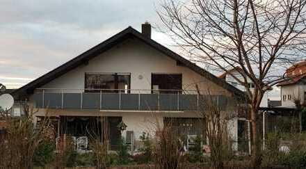 Schöne helle 3 Zimmer Dachgeschosswohnung mit Balkon in Malschenberg 115m²