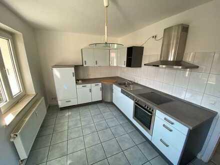komplett renovierte 4 Zimmerwohnung im Herzen von Sontra mit Einbauküche und Balkon im 2 OG