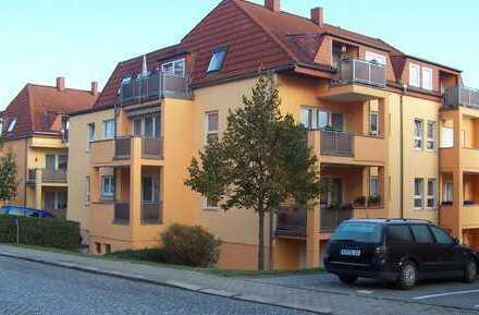 Schöne helle 2 Zi. Dachgeschosswohnung mit Balkon - EBK Abkauf möglich