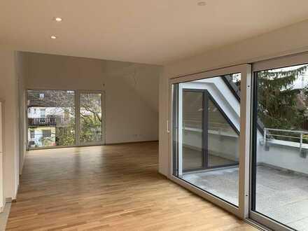 Erstbezug mit EBK, Balkon und Studio: Exklusive Wohnung im Dachgeschoß mit 5 Zi. in Freiberg a.N.