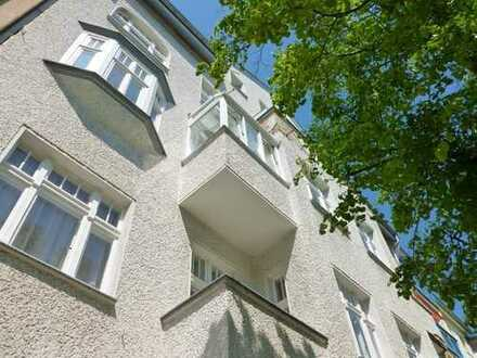 Liebevoll und aufwendig sanierte Dachgeschosswohnung mit Terrasse im ruhigen Seitenflügel!