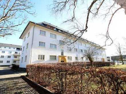 Renoviert und sicher vermietet: Lichtdurchflutete 2-Zi.-ETW mit Südost-Balkon!