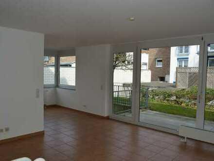 Moderne Erdgeschoss-Wohnung mit Souterrain, Terrasse und Garten im Zentrum von Liblar