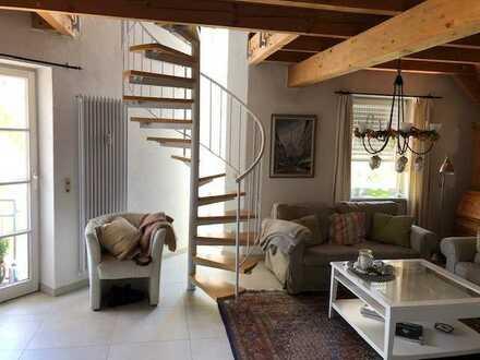 Stilvolle, gepflegte 5-Zimmer-Maisonette-Wohnung mit Balkon und EBK in Radolfzell