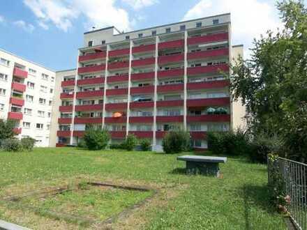 2-Zimmerwohnung (58 m²) Zentral gelegen mit großem Balkon und TG Stellplatz !!
