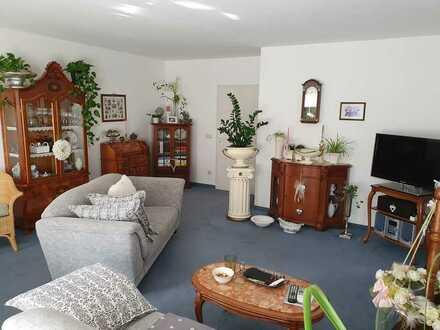 schöne, helle und gepflegte 2-Zimmer-Wohnung mit Balkon in Sonneberg