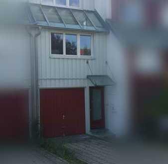 Reihenmittelhaus mit Garten, Dachterrasse und Garage in Ditzingen/Hirschlanden