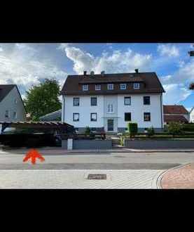 Geschmackvolle Wohnung mit drei Zimmern sowie Terrasse und Einbauküche in Denkendorf