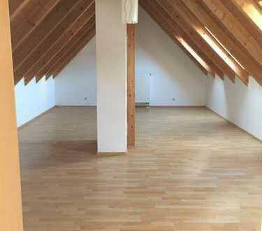 Gepflegte 3-Zimmer-Maisonette-Wohnung mit großem Balkon und EBK in Karpfham im Rottal