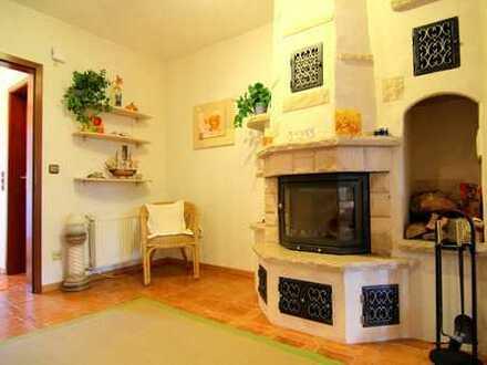 Charmantes 5 Zimmer Haus mit Kamin, Einbauküche, 2 Bäder und 2 Küchen in ruhiger Wohnlage