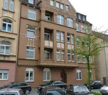 Zentrale, verkehrsgünstige Altbauwohnung (1.OG, 3 Zi/Kü/Bad/Balkon) in Hagen (Westf.)
