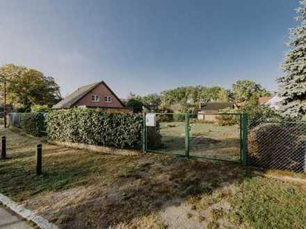 Bauträgerfreies Baugrundstück mit Wochenendhaus im Stadtkern von Neuenhagen