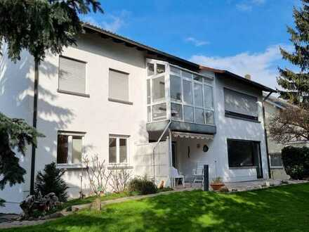 Klassisches Wohnen mit Stil und Wintergarten!