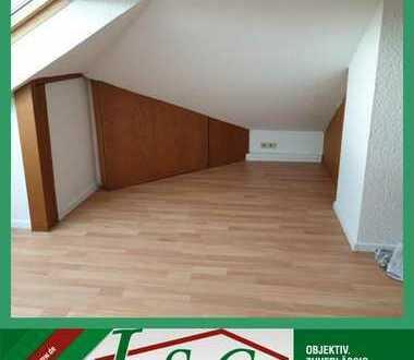 Sanierte 1-Raum Wohnung im DG - inkl. Einbauküche - IM GRÜNEN!