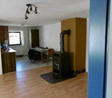 Schöne 2-Zimmer-Wohnung mit Einbauküche in Zussdorf