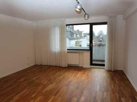 Vollständig renovierte 3-Zimmer-Wohnung mit Balkon in Leverkusen Manfort