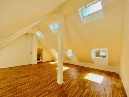 Erstbezug: wunderschöne Dachgeschosswohnung im denkmalgeschützten Amtshaus am Parkring