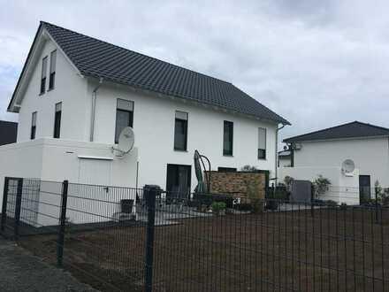 Erstbezug! Moderne Doppelhaushälfte im Neuseenland!