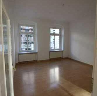 4 Raum mit Wanne + Dusche + Balkon