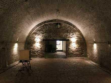Kostbares Gewölbe mit Atelier-Loft-Maisonettewohnung für Individualisten