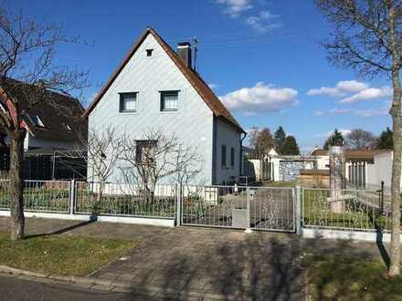 Privatverkauf:ruhiges, gepflegtes EF-Haus; großer Garten (sep. Bauplatz) in Karlsruhe/Heidenstücker