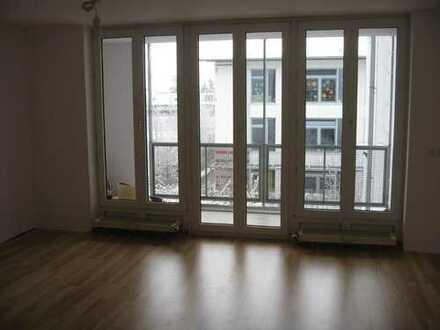 Gut geschnittene, helle 3 Zimmer Wohnung mit eigenem Tiefgaragenstellplatz und großem Kellerabteil