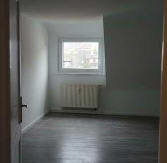 Schöne 4 1/2-Zimmer Wohnung über 2 Etagen, 90 qm in Stuttgart-Feuerbach im 2. OG mit großem Balkon