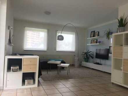 Gepflegte 3-Raum-Wohnung mit Balkon und Einbauküche in Hanau