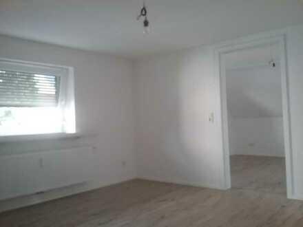 Erschwingliche und neuwertige DG-Wohnung mit fünf Zimmern und Balkon in Eppelborn