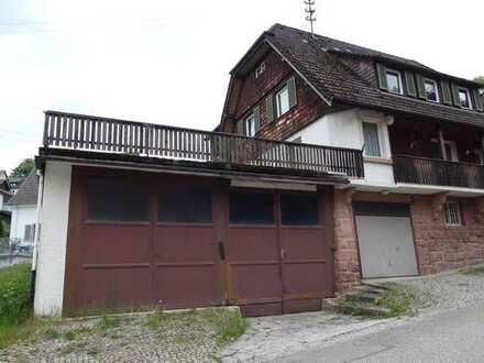 Solides 1 bis 2-Familienhaus mit großer Lager-/Garagenfläche und Terrasse