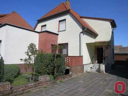 RESERVIERT ! Renovierungsbedürftiges 1-Familienhaus mit Hof und Garten in guter Lage